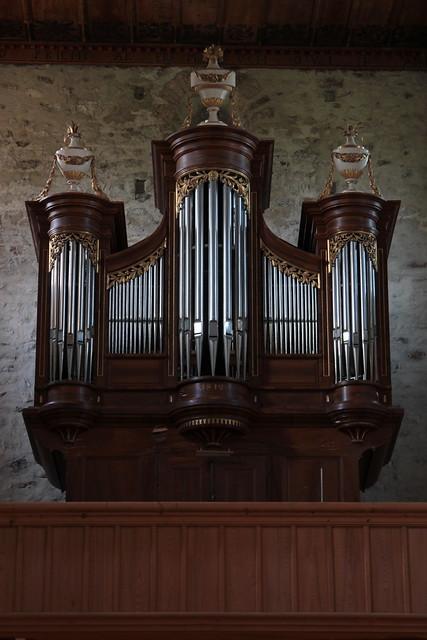 Orgel - Kirchenorgel der Kirche Amsoldingen ( Church - Eglise - Chiesa - Erste Kirche um 700 ) in Amsoldingen bei T.hun im Berner Oberland im Kanton Bern in Schweiz
