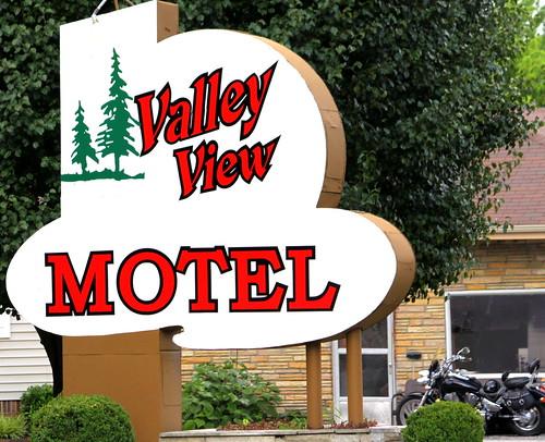 sign neon tn tennessee celina motel motorcycle valleyview claycounty bmok tn53 bmokmotel