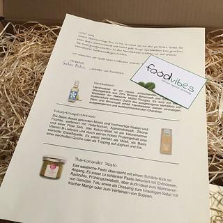 Überraschung zum Wochenstart: #Foodvibes schickt ein #Carepaket mit leckeren Spezialitäten. #Food #Convenience #Paket | by GAP089