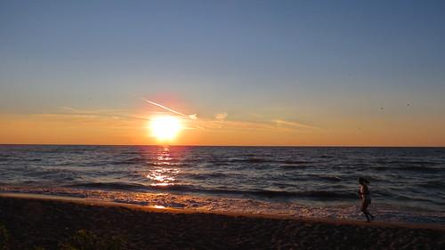 summer sun lake ontario canada beach water sunshine strand sunrise canon meer lakeerie running erie zon beachhouse kust zonsopkomst strandhuis chathamkent zandstrand canonpowershotsx40hs canonsx40