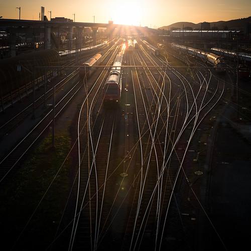 city light sunset backlight train golden schweiz cityscape sonnenuntergang rail zug sbb fujifilm network backlit zürich netz x100t