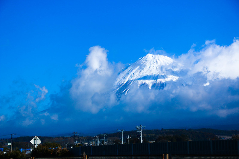 東名高速道路から富士山