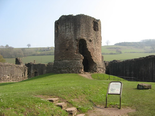 Skenfrith Castle (Monmouthshire)   by michaelday_bath
