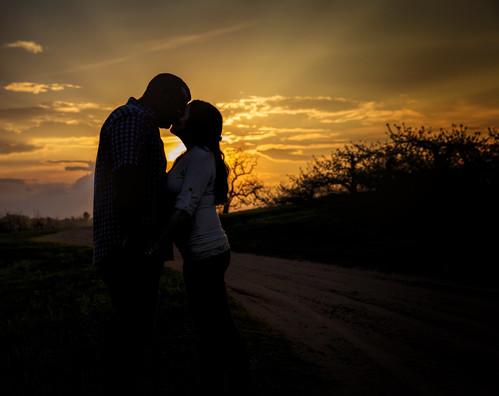 sunset engagement kiss couple newengland newhampshire romance londonderry goldensunset macksapples londonderrynewhampshire