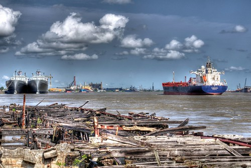 ruins ship unitedstates neworleans lousiana mississippiriver tistheseason scrapping61 daarklands trolledproud trollieexcellence pinnaclephotography
