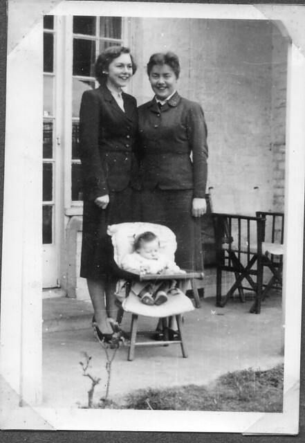 1954 -  9 - Mum, Auntie Jean and Steven in chair