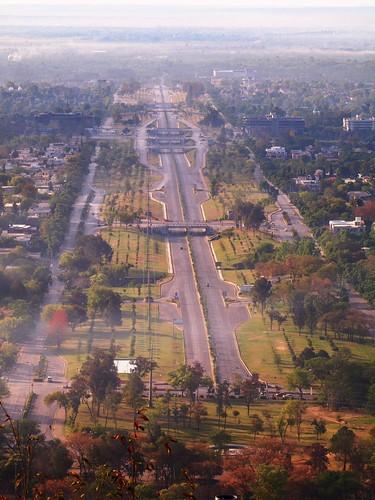 road morning haze sight 7thavenue islamabad arrivalofspring colorsofislamabad