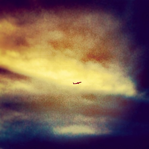 sky japan square airplane rising flying airport squareformat 日本 東京 airborne takeoff narita nightfall intothesun iphoneography uploaded:by=instagram foursquare:venue=4ad6cea1f964a520480821e3