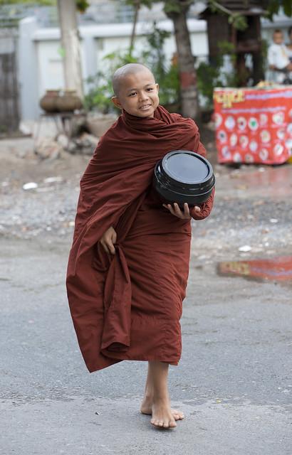 MM097 Myanmarese monk boy