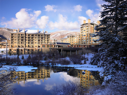 hotel exterior unitedstates avon spg starwood 81620 coloradoco starwoodresorts starwoodhotels westinhotels thewestinriverfrontmountainvillas exteriorresortviewoverlakeofvillasandhotelatthebaseofbeavercreekmountainwithblueskiesclickonthumbnailformoreinformationaboutthisasset