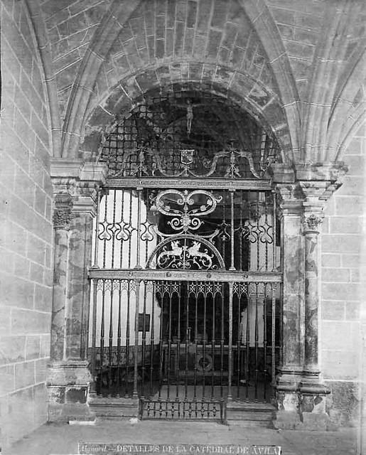 Catedral. Detalle de la reja de la capilla de las Cuevas.