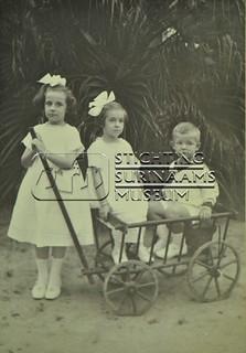 Kinderen Calkoen | by Stichting Surinaams Museum