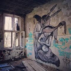 What a #surprise - #Berlin #streetart #graffiti #urbanart #graffitiart #urbanart_daily #graffitiart_daily #streetarteverywhere #streetart_daily #wallart #mural #ilovestreetart #streetartberlin #urbex