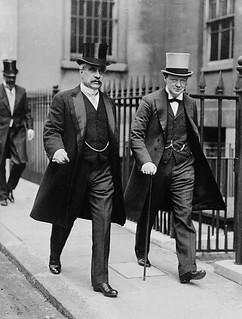 The Rt. Hon. Robert Borden and Hon. Winston Churchill leaving the Admiralty, London, England, 1912 / Le très honorable Robert Borden et l'honorable Winston Churchill, quittant l'hôtel de l'Amirauté, Londres, Angleterre, 1912