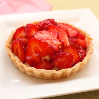 Fresh Cream Strawberry Tart   by Coffee Muffins