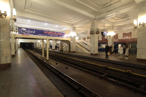Московская (Moskovskaya) station: the only station with this layout in Russia