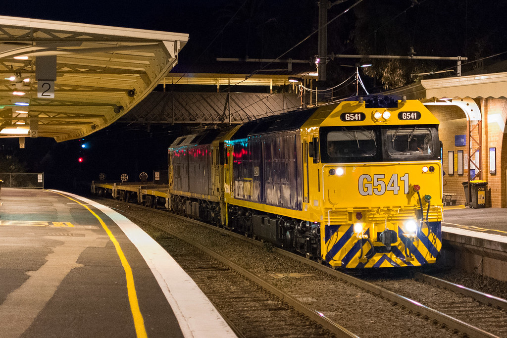 G541-BL29 with #9556 up Long Island goods at Toorak by Luke's Rail Gallery