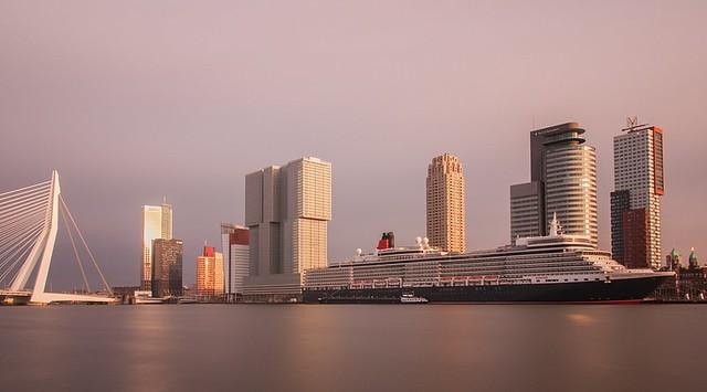 Queen Elizabeth @ Rotterdam cruise terminal