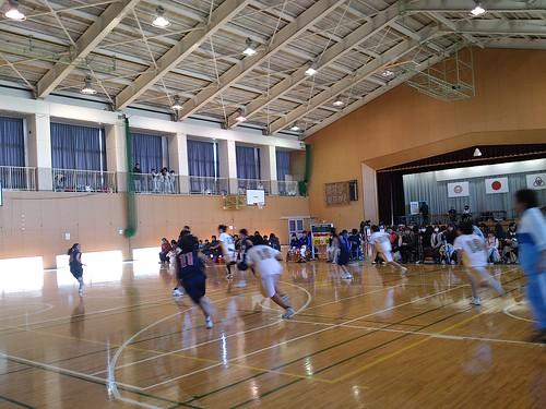 中学女子のバスケの試合に来ています。   by Norisa1