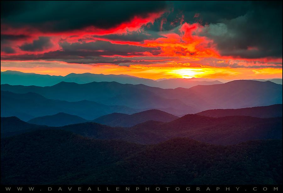 mountain ridge landscap eye - 900×615