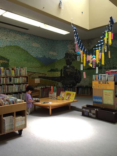 図書館 こどもしつ 絵本コーナー