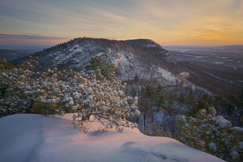 longexposure sky usa snow ny rock sunrise gardiner ulstercounty pitchpine mohonkpreserve neartrapps thetrapps