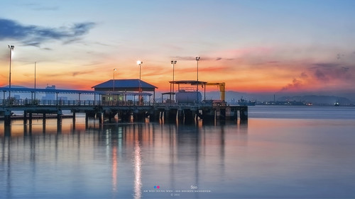 penang penangisland georgetown pulaupinang malaysia georgetownpenang my sunrises sunset sunsets longexposure landscape shore clouds nikon50mmf18g 50mmf18g nikond750 nikon ahweilungwei fullframe fx limjetty limjettypenang reflection inverted sunrise