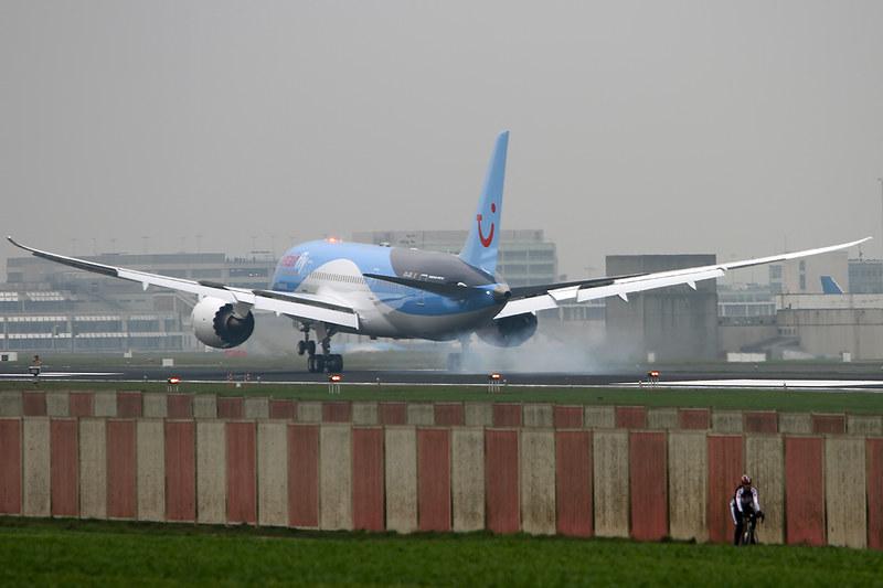 Boeing 787-8 Dreamliner – Jetairfly (TUI Airlines Belgium) – OO-JDL – Brussels Airport (BRU EBBR) – 2013 12 04 – Landing RWY 25L – 07 – Copyright © 2013 Ivan Coninx Photography