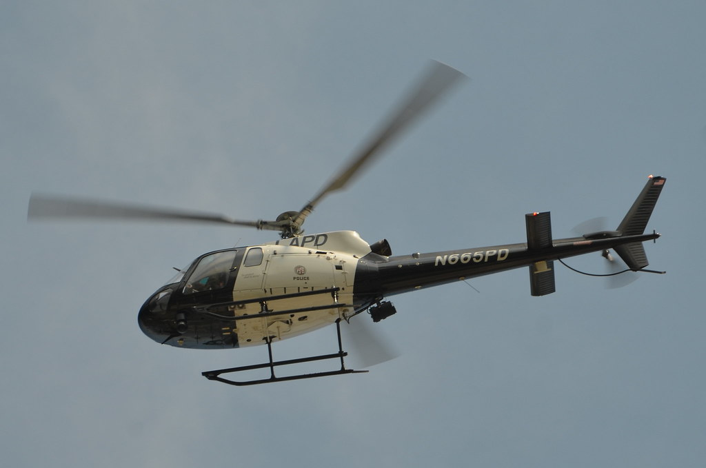 LOS ANGELES POLICE DEPARTMENT (LAPD) HELICOPTER N665PD - a photo on
