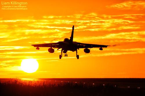 sunset sun nikon sundown aircraft aviation military 300mm nikkor f4 115 d300 gr4 fastjet rafmarham panaviatornado zd895 9squardron