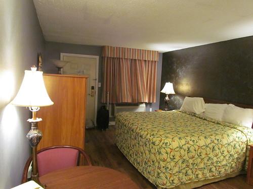 ma hotel massachusetts sturbridge super8 hotelroom 070514 canonpowershotsx30is