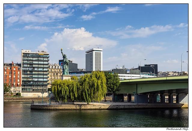 Paris_Statue de la Liberté_Seine_L'île aux Cygnes_Quai Louis Blériot_Pont de Grenelle_16e Arrondissement