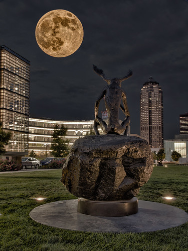 sky sculpture moon composite skyline architecture night canon outdoor iowa fullmoon 7d hdr desmoines 100400l perigee 1585 pappajohn supermoon desmoinesisnotboring supermoonoverdesmoines