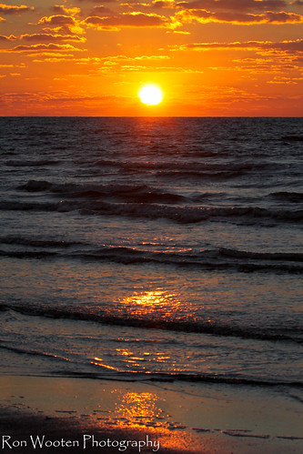 sun galveston beach gulfofmexico clouds sunrise sand gulf coastal beaches sunrises galvestonisland cloudscapes gulfcoast coastalscenery gulftnc09 gulfconservation gulfofmexicoconservation dailynaturetnc12