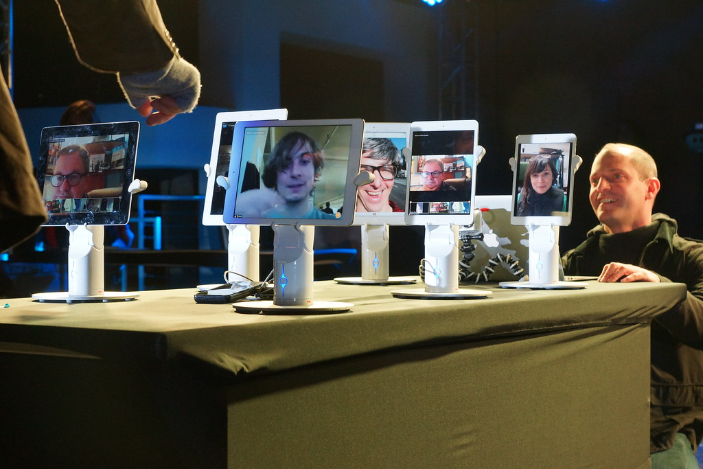 Living in Digital Times 2014 Robotics on the Runway 33