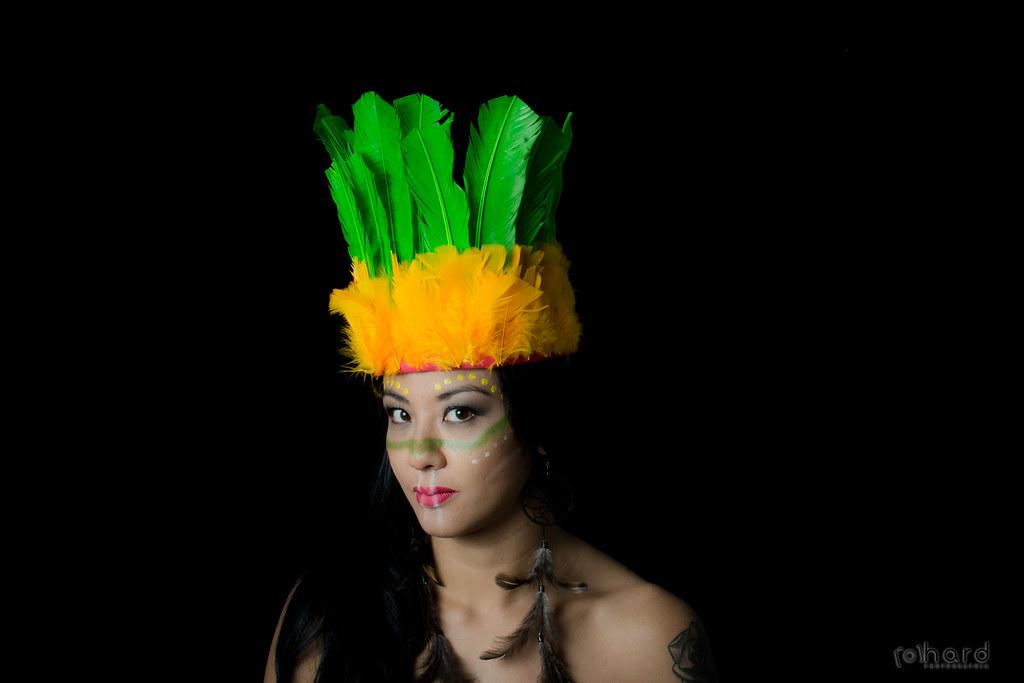 São mais de 170 idiomas diferentes entre as mais de 200 tribos ainda existentes no país!  #hardphotographia #mulheresdepindorama #portrait #portraitfestival #makeup #indian #native #brazilianindian #culture #brazilianculture #authorial #photography #studi