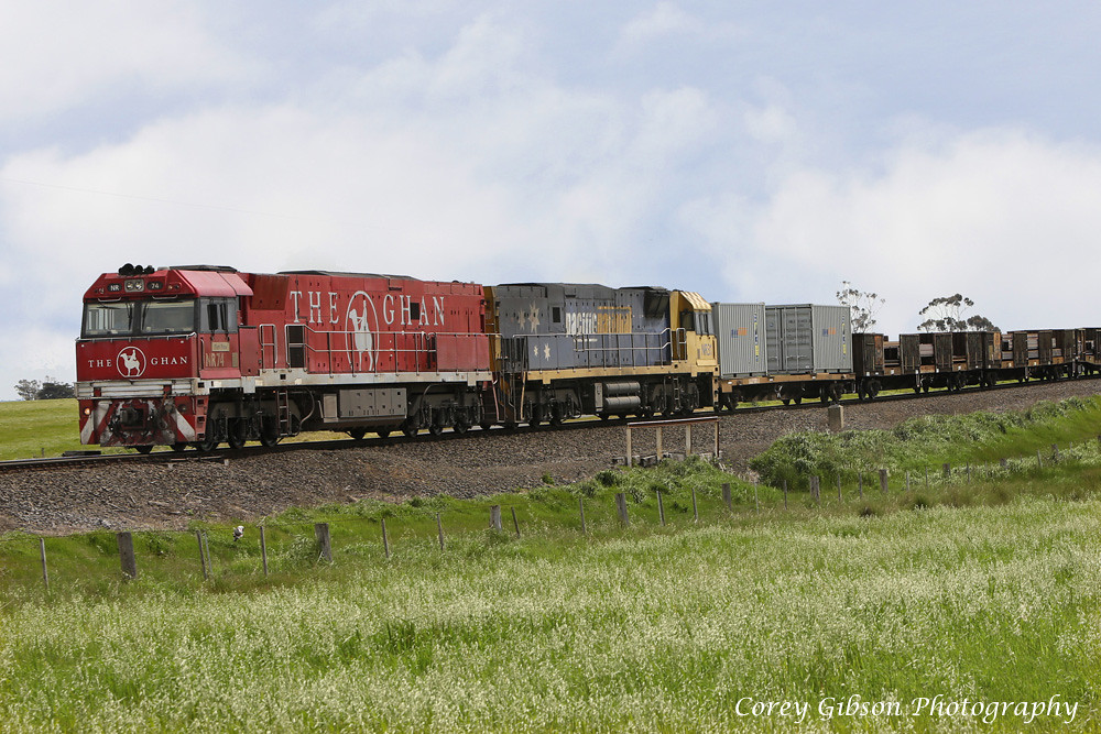 NR74 & NR31 arrive at Vite Vite loop with the 3XW4 steelie by Corey Gibson