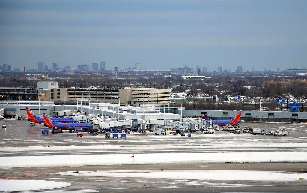 Midway Airport Parking >> Chicago Midway Airport Terminal Gates And Parking Lot