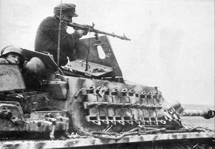 MG-34 MG je z vrha a StuG III