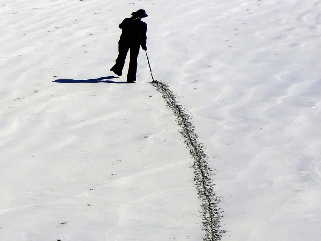 The line in the sand. | Bernard Spragg. NZ | Flickr