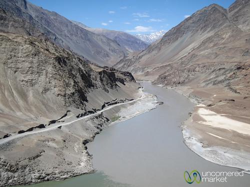 india mountains river canyon ladakh indusriver ladakhtrekking ladakhhike