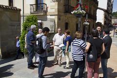 El grupo de representantes de las distintas organizaciones frente al ayuntamiento