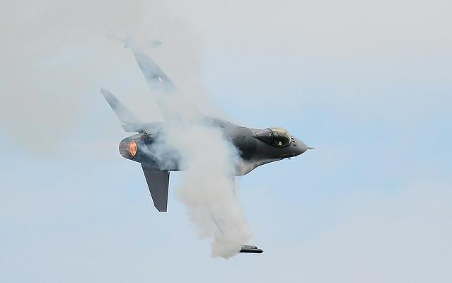 F16 Falcon .. Smoking Bandit
