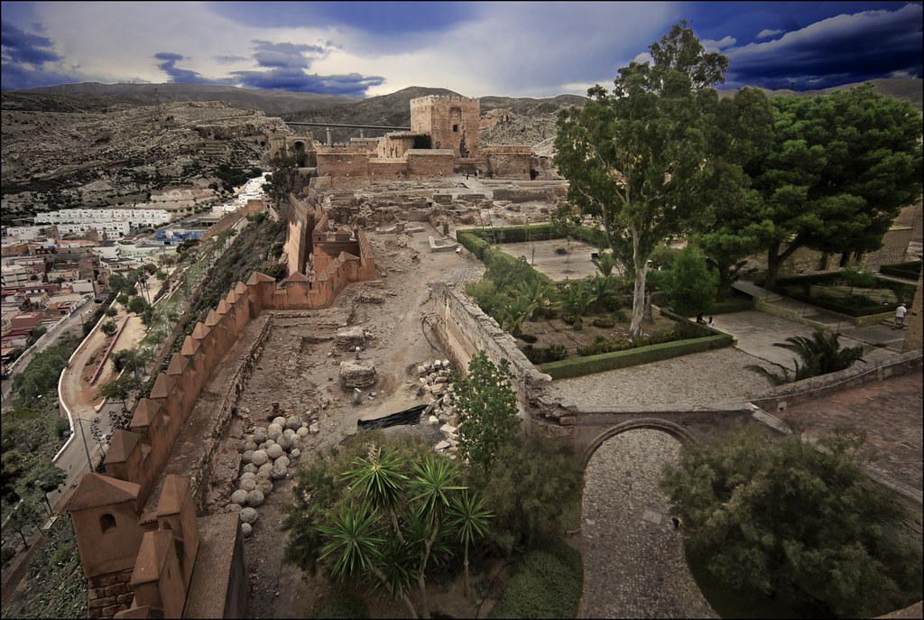El segundo recinto (La Alcazaba de Almería)   Es el más gran…   Flickr