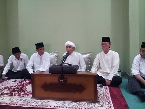 Prof. HAMKA HAQ bersama JOKOWIDODO pd Pengajian Sore GURU WILDAN di Martapura 25 Mei 2014. | by hamkahaq