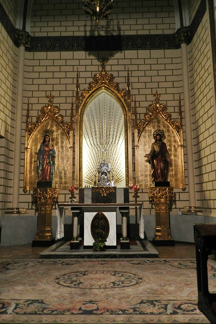 capilla y retablo interior Iglesia Santa Cruz Madrid 06