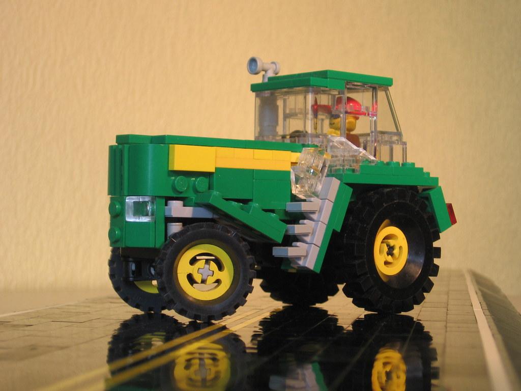 18 - Nothing Runs Like A Deere - Big John Deere Tractor  With Working Steering - LEGO