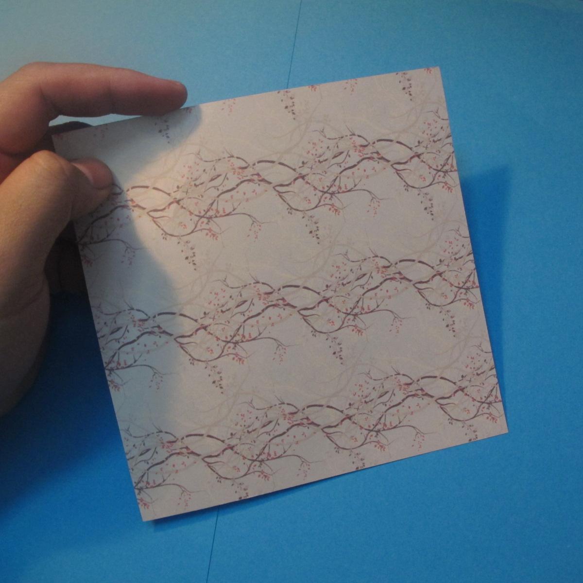 วิธีการพับกระดาษเป็นดาวสี่แฉก 001