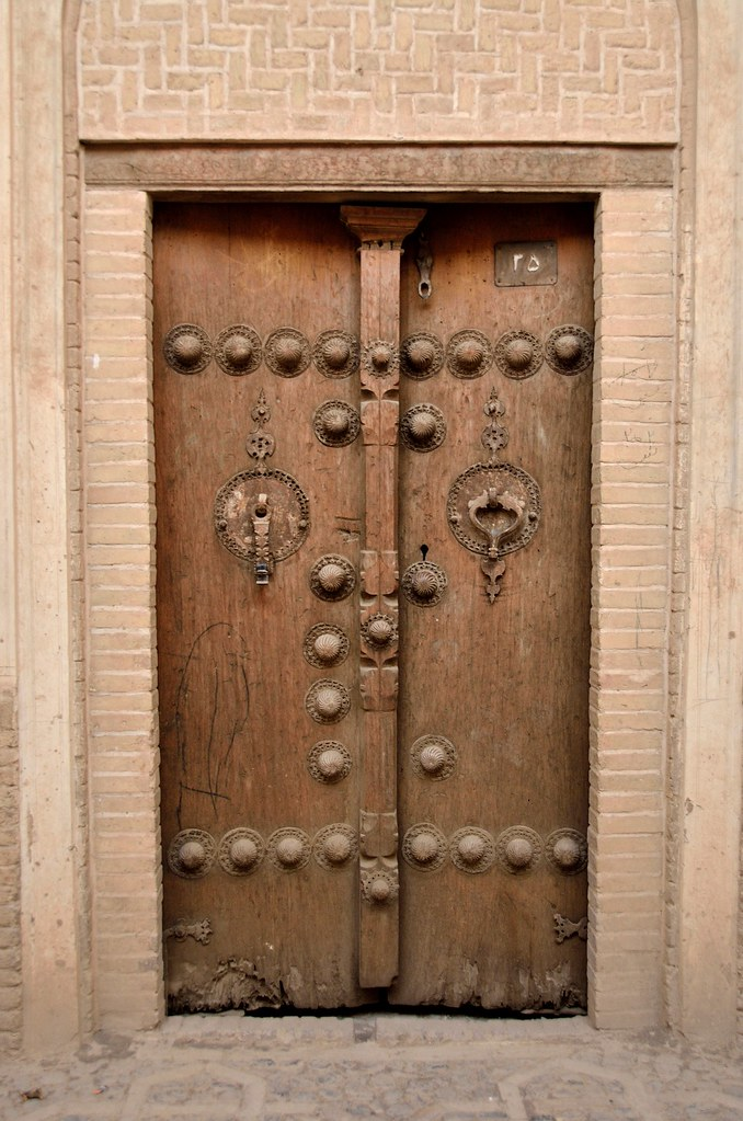 Old Door In Kashan Different Knocks With Different Sounds Flickr