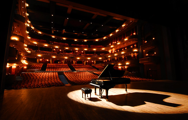 Steinway_Onstage_at_Concert_Hall